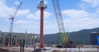 黄陵矿业2×660MW电厂项目2#锅炉顺利完成首根钢架吊装